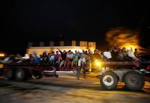 Imigrantes conseguem carona em caminhão por Matias Romero, no México, a caminho dos EUA Foto: ALEXANDRE MENEGHINI / REUTERS