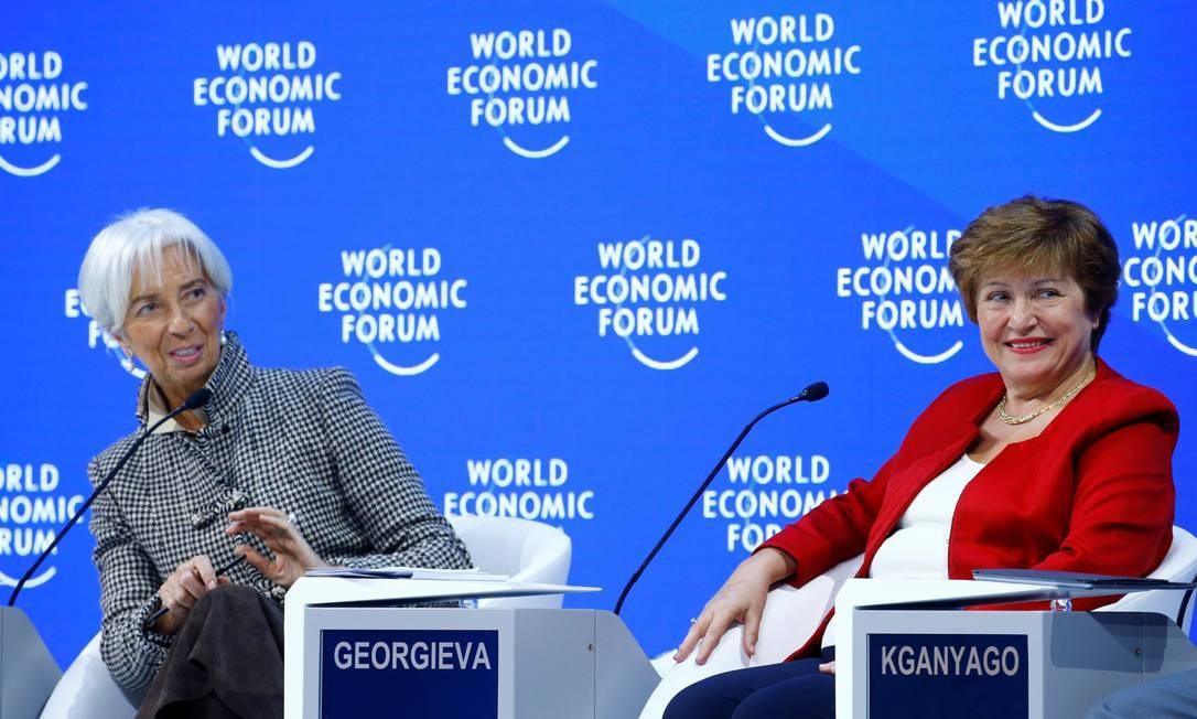 A diretora-gerente do Fundo Monetário Internacional FMI), Christine Lagarde (à esquerda) e a presidente do Banco Mundial (Bird), Kristalina Georgieva, participam do painel 'Perspectivas para a Economia Global', em Davos Foto: ARND WIEGMANN / REUTERS