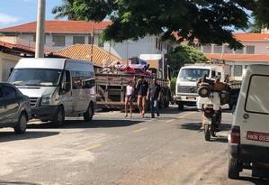 Moradores deixam suas casas na região de Betim (MG) Foto: Divulgação/ Prefeitura de Betim