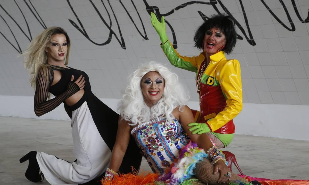 Montadas. Alexya Pepper (à esquerda), Eula Rochard e Dominique Laurence Foto: Fábio Guimarães / Agência O Globo