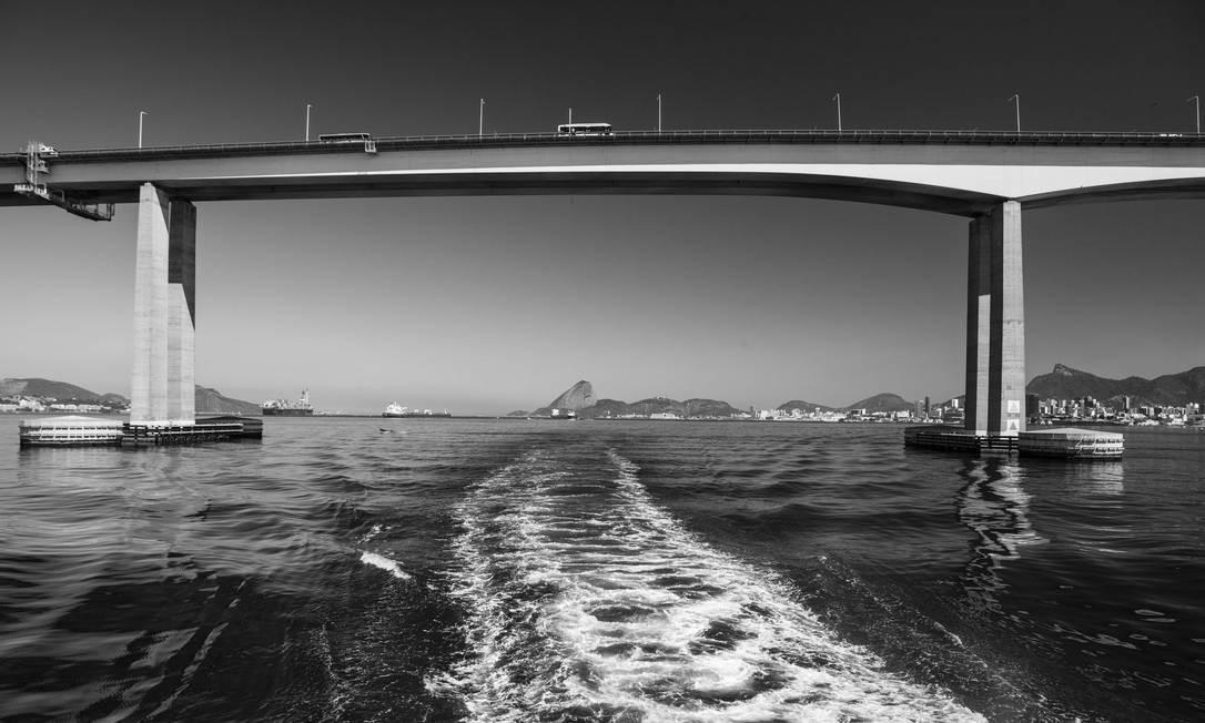 """""""Rio"""", de Rafael Duarte - Ponde Rio-Niterói vista da barca rumo a Paquetá Foto: Rafael Duarte"""