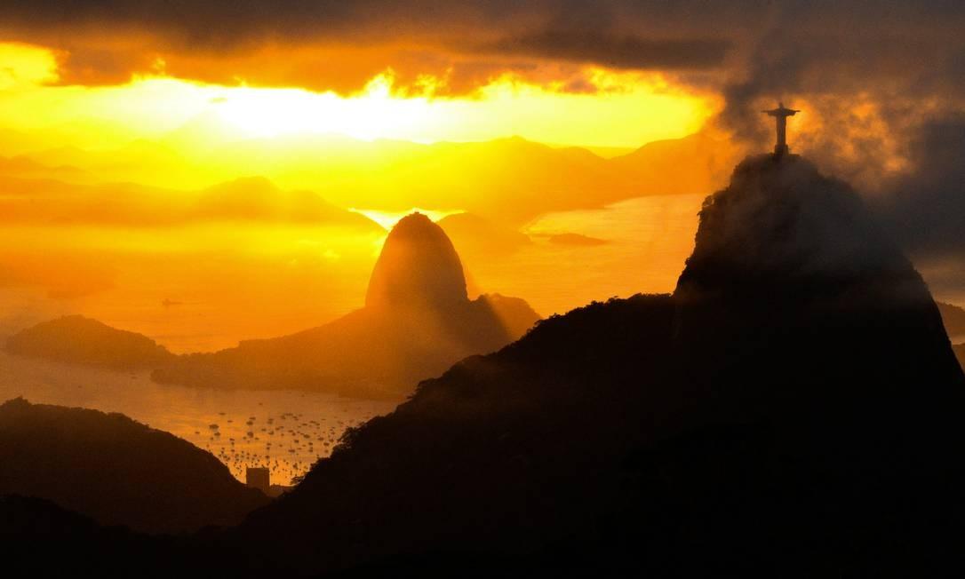 """""""Rio ao amanhecer"""", de Carlos Monteiro - O Cristo abençoa a Baía de Guanabara Foto: Carlos Monteiro"""