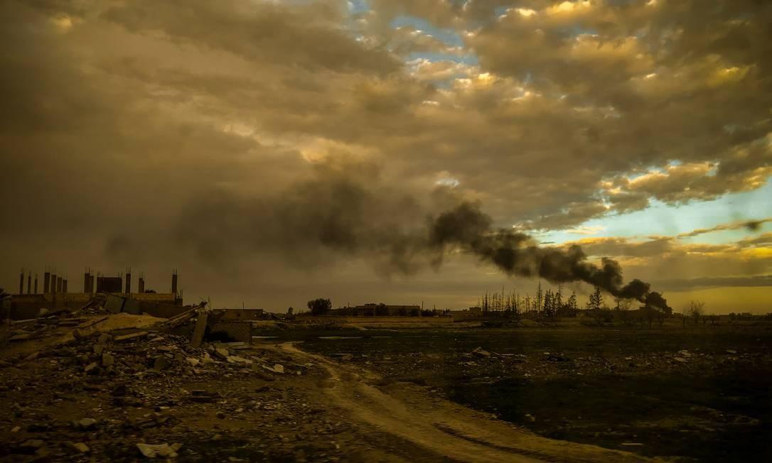 Hajin, assim como todas as vilas e cidades do último bastião controlado pelo Estado Islâmico, se transformou em um monte de ruínas. Ataques aéreos da aviação americana e da artilharia deixaram um rastro de destruição por aqui Foto: Yan Boechat / .