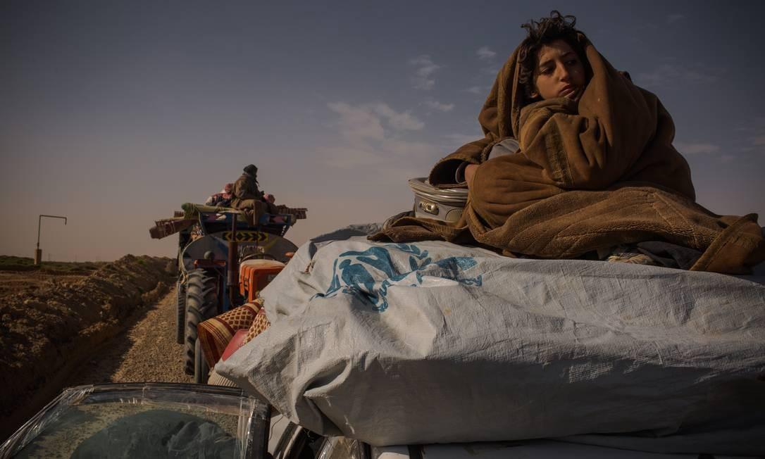 Famílias dos combatentes do Estado Islâmico e civis que viviam até agora sob o controle dos extremistas fogem dos bombardeios e das batalhas e se entregam aos soldados das Forças Democráticas Sírias Foto: Yan Boechat / .