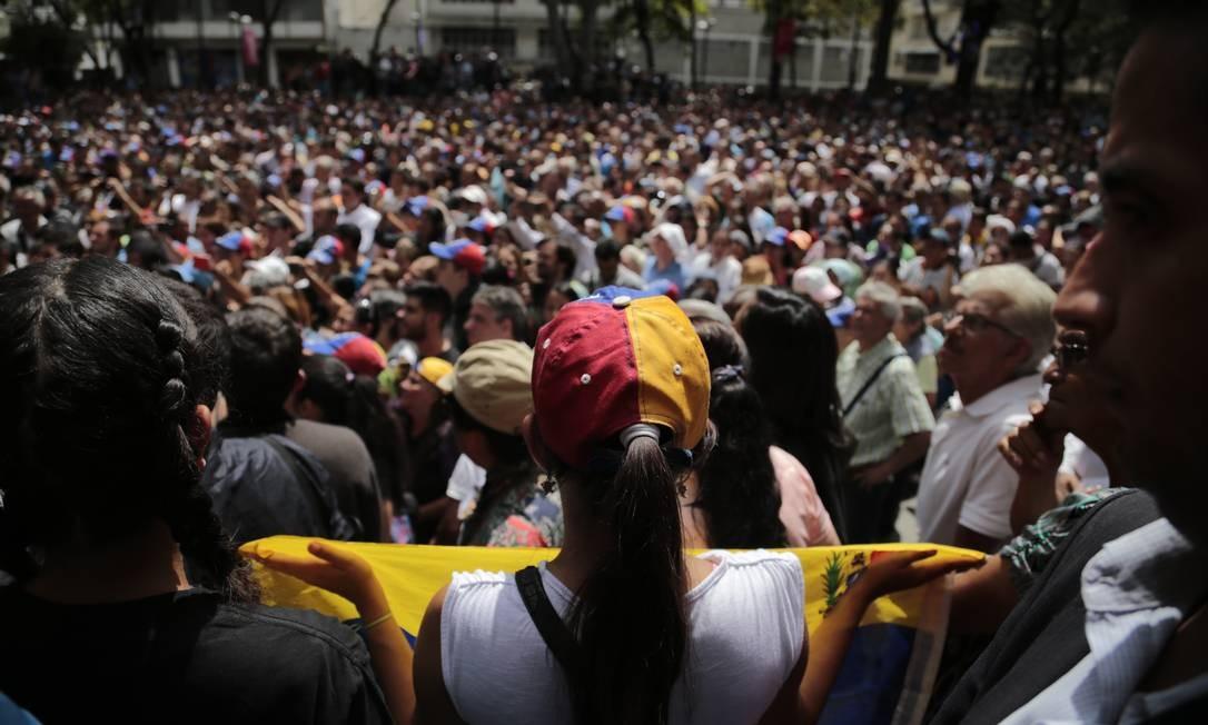 Manifestantes se reúnem para ouvir discurso de Juan Guaidó, no dia 25 de janeiro. Nesse momento, o auto-proclamado presidente interino da Venezuela já havia sido reconhecido por diversas nações Foto: Rafael Hernandez / picture alliance via Getty Image