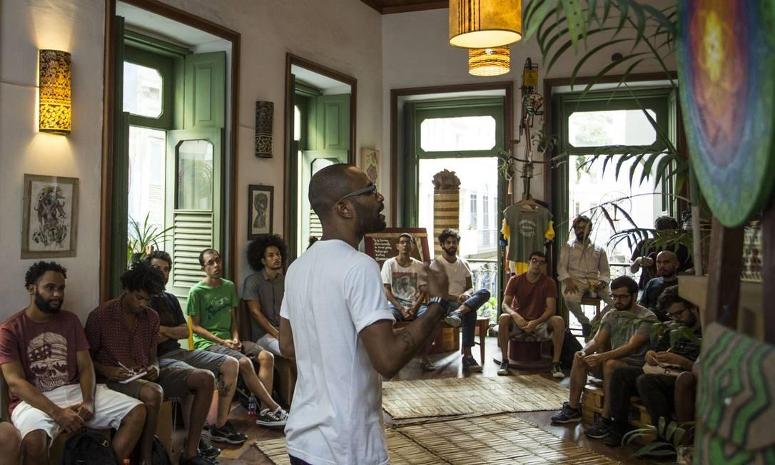 Curso aborda questões relativas a masculinidade, machismo e o papel do homem contemporâneo perante à sociedade Foto: Guito Moreto / Agência O Globo