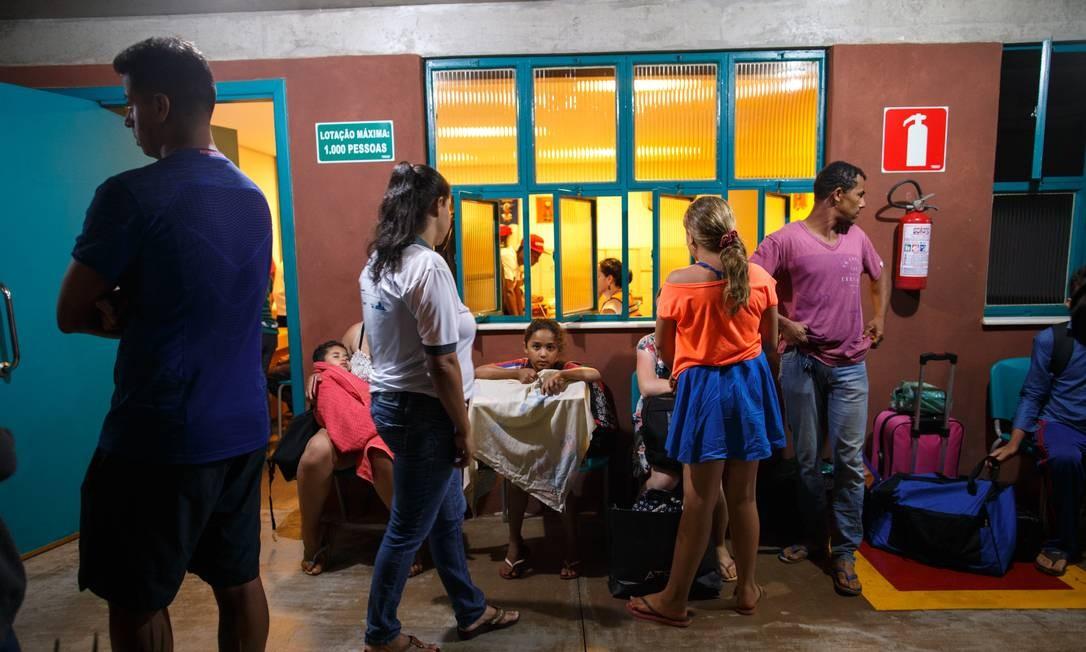 Parentes fazem vigília na madrugada em busca de desaparecidos 25/01/2019 Foto: Daniel Marenco / Agência O Globo
