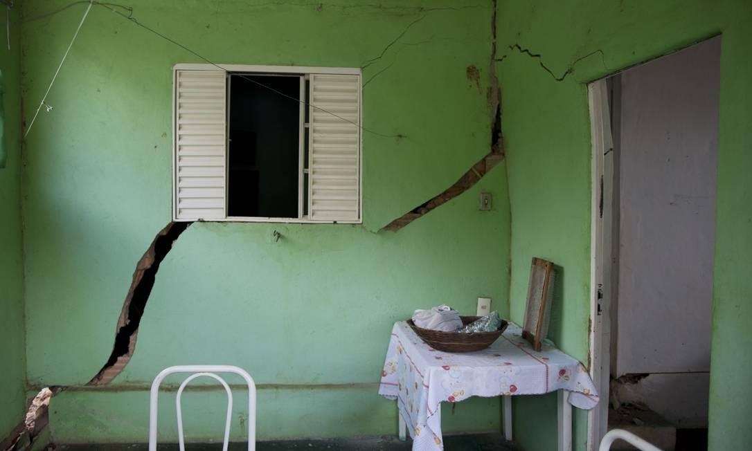 Casas atingidas em Parque Cachoeira, distrito de Brumadinho Foto: Márcia Foletto / Agência O Globo