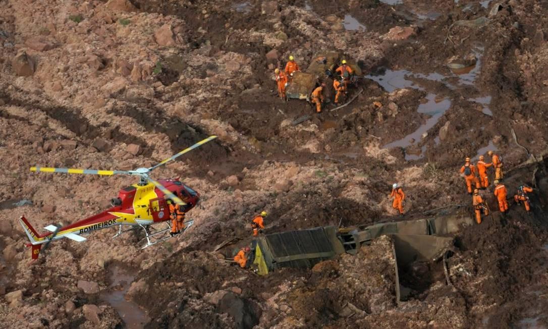 Equipes de resgate buscam sobreviventes Foto: WASHINGTON ALVES / REUTERS