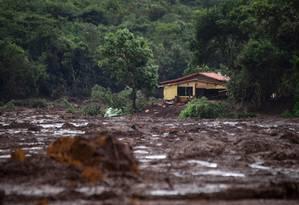 Casa atingida por lama de rejeitos na região de Brumadinho Foto: Mauro Pimentel / AFP