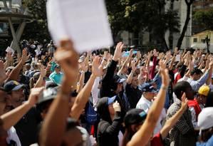 Apoiadores de Guaidó durante manifestação em Caracas Foto: CARLOS BARRIA / REUTERS