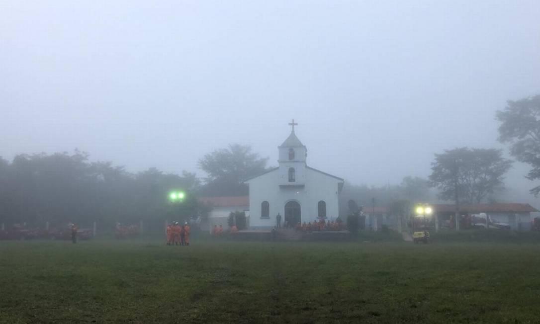 Devido ao nevoeiro que atingiu a região, as equipes de resgate interromperam as buscas na manhã deste domingo porque não havia condição de pouso de helicópetros Foto: Márcia Foletto - Agência O Globo