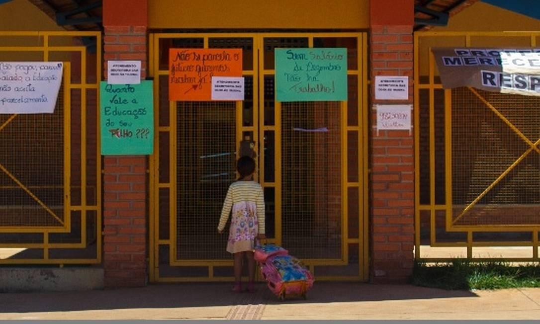 Sem aulas. Professores não voltaram às escolas em Goiás com proposta de pagamento parcelado. Estado decretou calamidade financeira Foto: Daniel Marenco - Agência O Globo