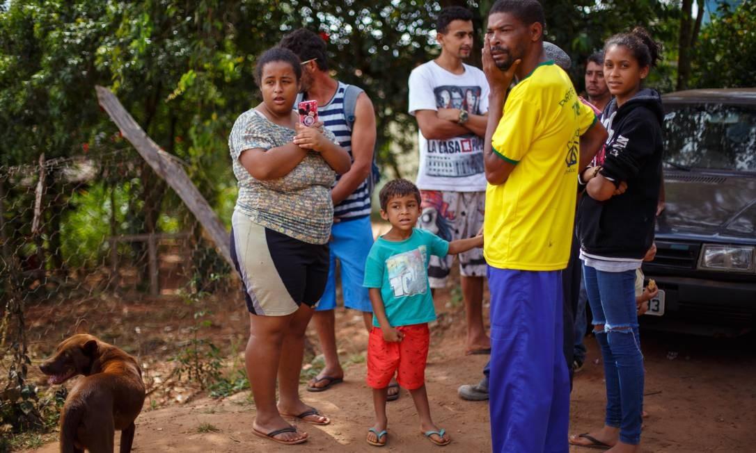 Diante do risco de rompimento da represa da Mina do Feijao, em Brumadinho (MG), famílias foram retiradas de suas casas neste domingo Foto: Daniel Marenco / Agência O Globo
