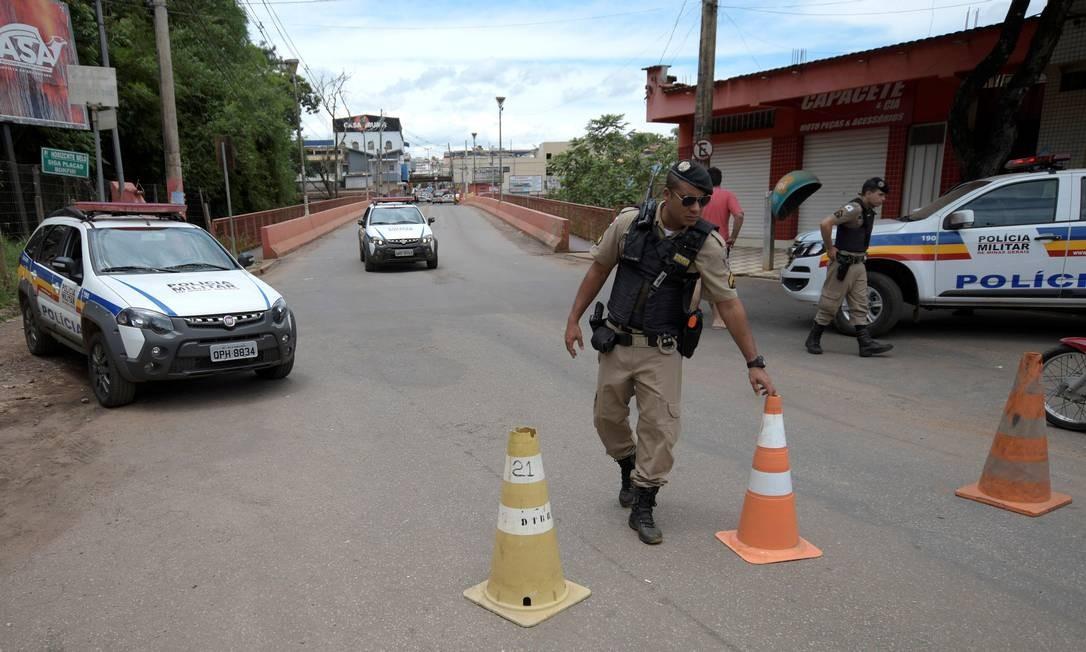 Entrada de Brumadinho foi bloqueada pela Polícia Militar após risco de novo acidente Foto: WASHINGTON ALVES / REUTERS