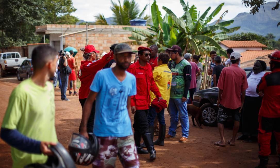 Moradores são retirados de casa em região de maior risco de ser afetado por rompimento de barragem de água Foto: Daniel Marenco / Agência O Globo