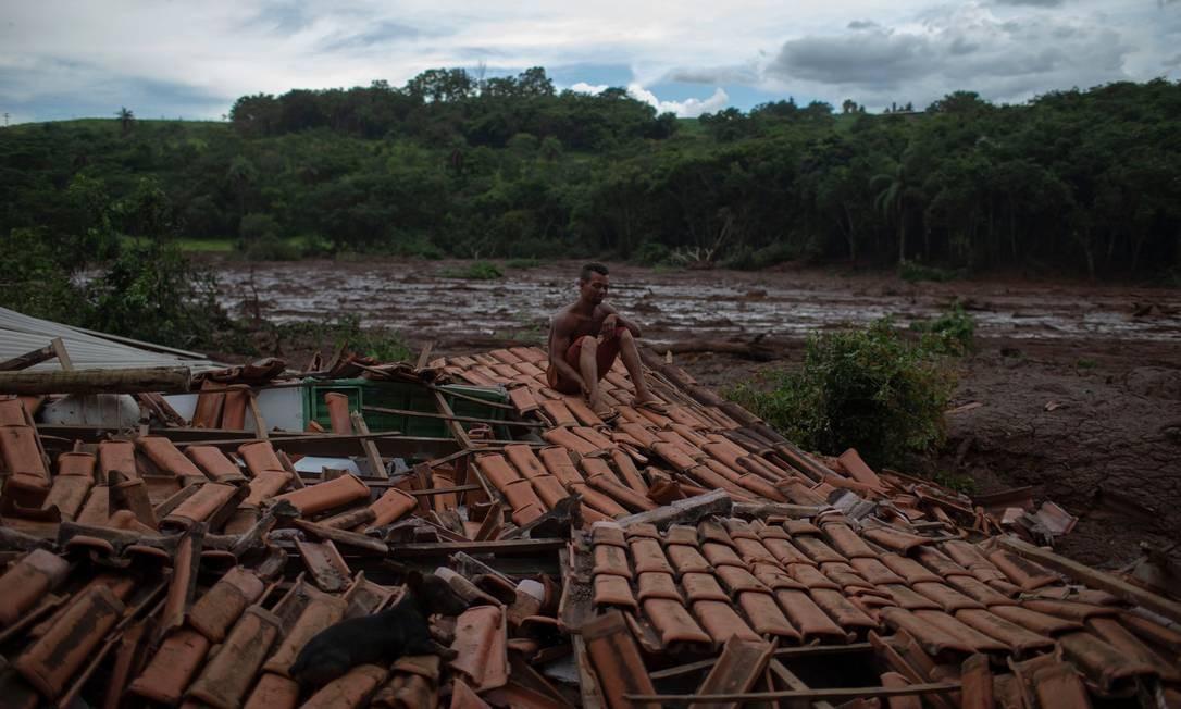 Rompimento de barragem atingiu moradores de Brumadinho Foto: MAURO PIMENTEL / AFP