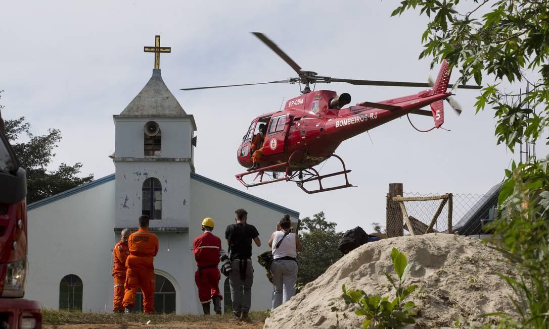 Helicóptero ajuda no resgate de vítimas de Brumadinho Foto: Márcia Foletto / Agência O Globo