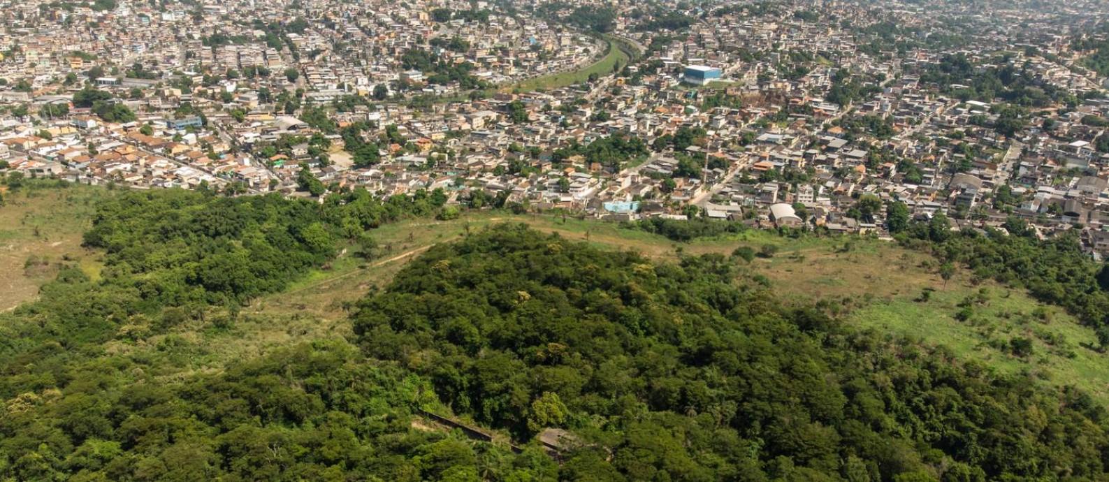 A Floresta do Camboatá, área ocupada pelo Exército, onde a prefeitura quer que seja construída uma pista com 5.835 metros de extensão Foto: Brenno Carvalho