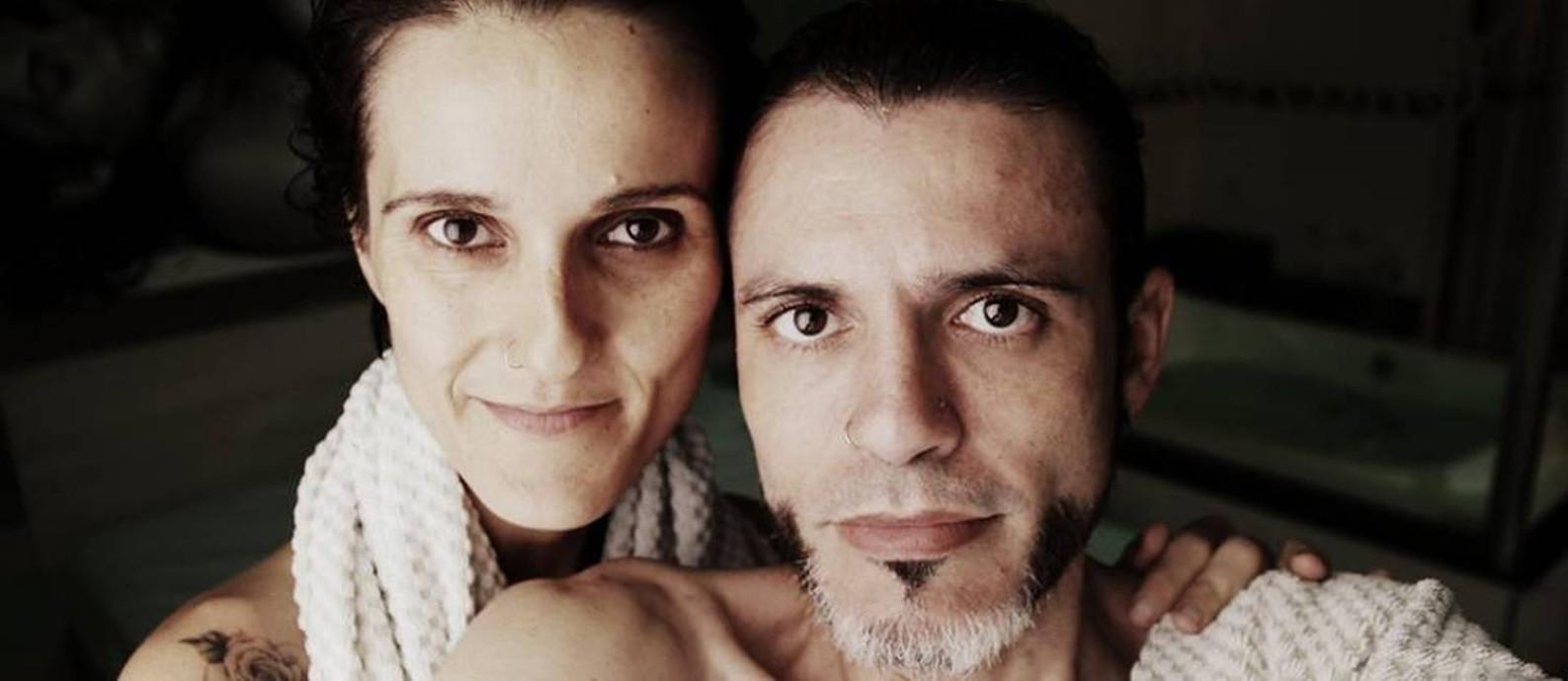 Ananda Joy (Diógenes Mira) e sua mulher, Adriana Valverde Foto: Reprodução/Facebook