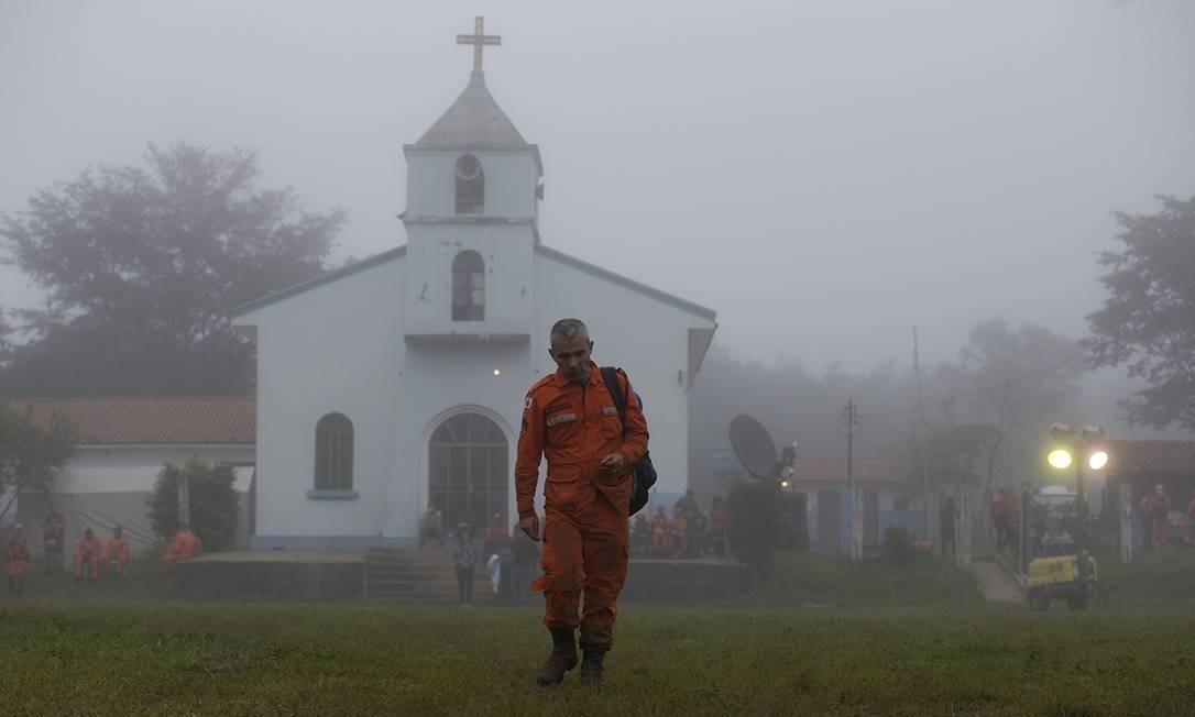 Um bombeiro que participa das buscas em Brumadinho Foto: Márcia Foletto / Agência O Globo