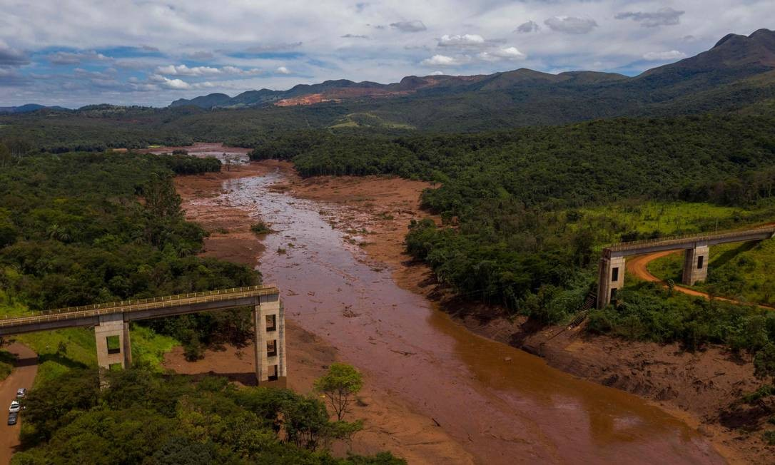 Ponte ferroviária destruída pela onda de lama de rejeitos liberada pela barragem de Brumadinho (MG), na última sexta-feira Foto: MAURO PIMENTEL / AFP