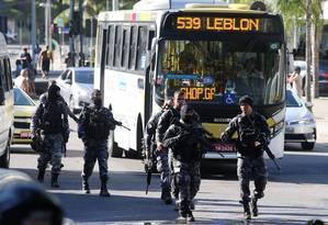 Policiais militares em operação na Favela da Rocinha Foto: Fabiano Rocha