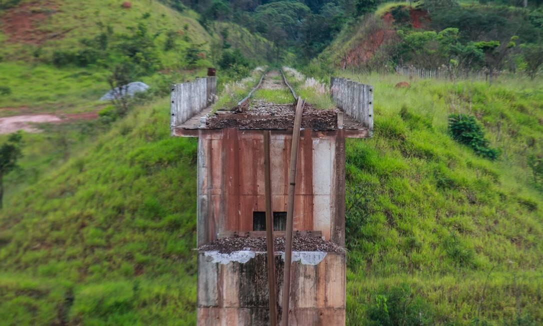 Uma ponte ferroviária foi destruída pela força das lamas lançadas pelo rompimento da barragem de Brumadinho Foto: Rodney Costa / picture alliance via Getty Image