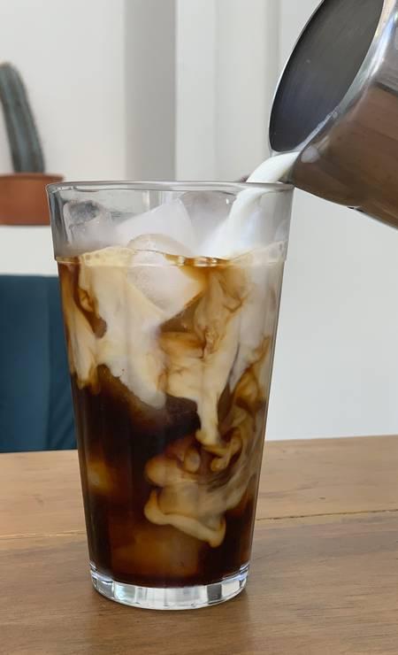 Lala's Coworking de Beleza e Café. O Café Vietnamita leva café coado, leite condensado, leite e gelo (R$ 8) Foto: Divulgação/Mari Cardinali