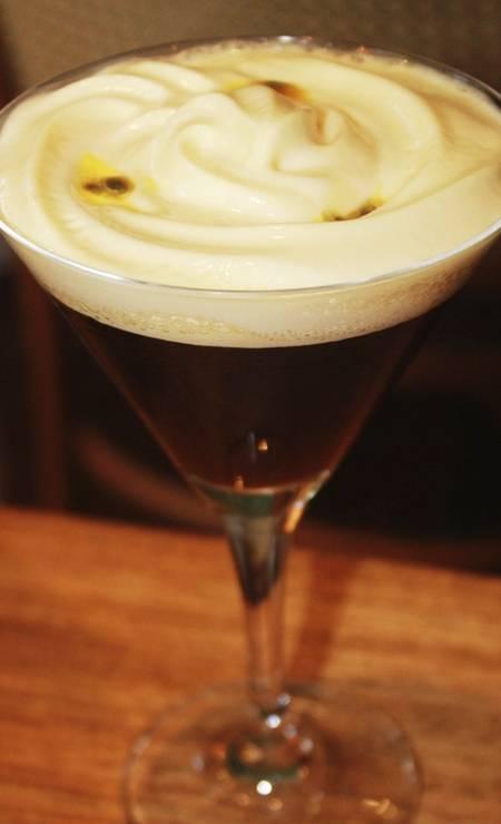 Nido. O Passion Nero é feito com café, conhaque e Cointreau, e finalizado com espuma de maracujá (R$ 28) Foto: Divulgação/Clara Pedrada