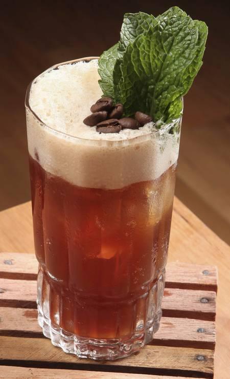 Churrasqueira. O drinque El Marechal leva vodca, cramberry, café expresso, limão e xarope de baunilha (R$ 27) Foto: Divulgação/Márcio Brigatto