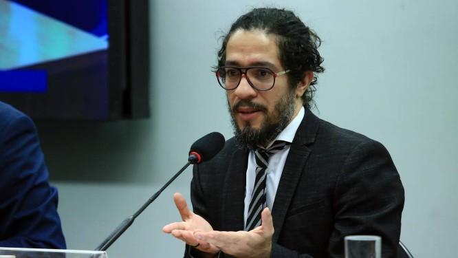 O deputado federal Jean Wyllys (PSOL-RJ), em comissão da Câmara Foto: Alex Ferreira/Câmara dos Deputados/11-12-2018