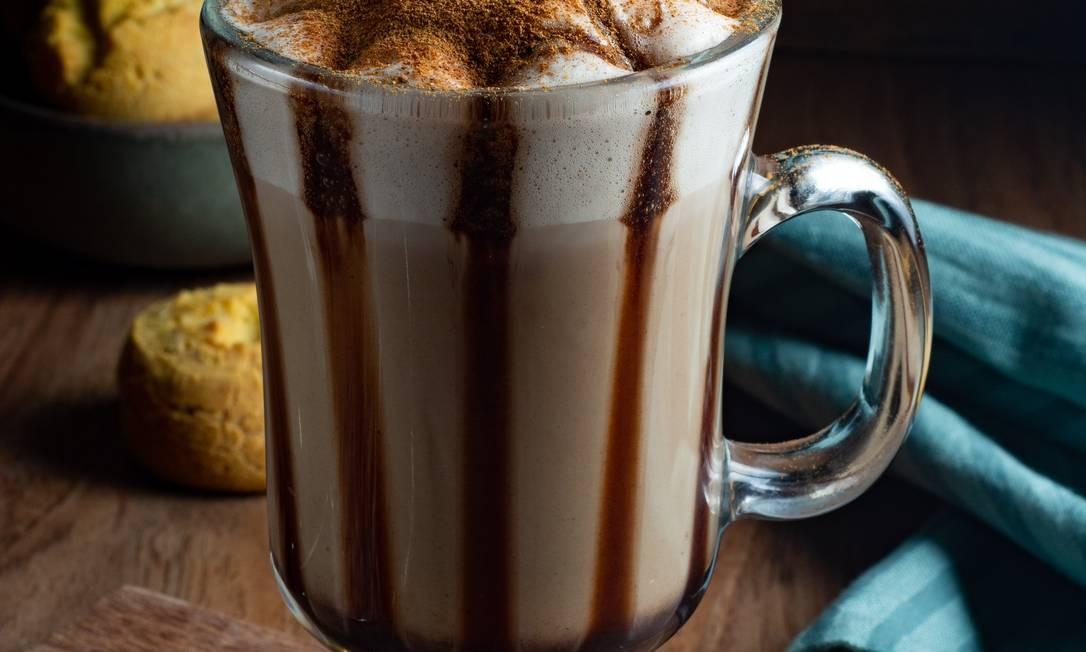 Megamatte. O capuccino gelado leva leite, café e calda de chocolate (R$ 8,90) Foto: Divulgação/Lipe Borges