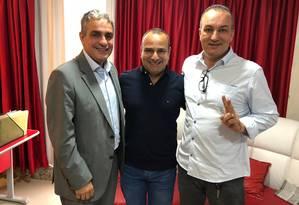 eciliano (à esq.), Waguinho, prefeito de Belford Roxo, e Gelson (à dir.) Foto: Reprodução