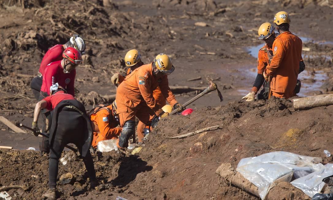 Os trabalhos de buscas no mar de lama de rejeitos em Brumadinho (MG) foi retomado na manhã desta terça-feira com o apoio do Corpo de Bombeiros de Minas e de tropas israelenses, que trabalham de forma integrada deste a última segunda-feira Foto: Márcia Foletto / Agência O Globo