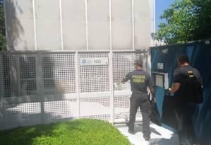 Agentes da Polícia Federal fazem busca em escritório da empresa alemã TÜV SÜD na Vila Madalena, em São Paulo Foto: Dimitrius Dantas / Agência O Globo