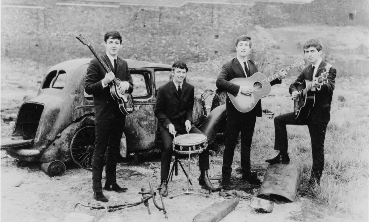 Foto de 1962, ano de lançamento do primeiro sucesso da banda, 'Love me do' Foto: Divulgação / Apple