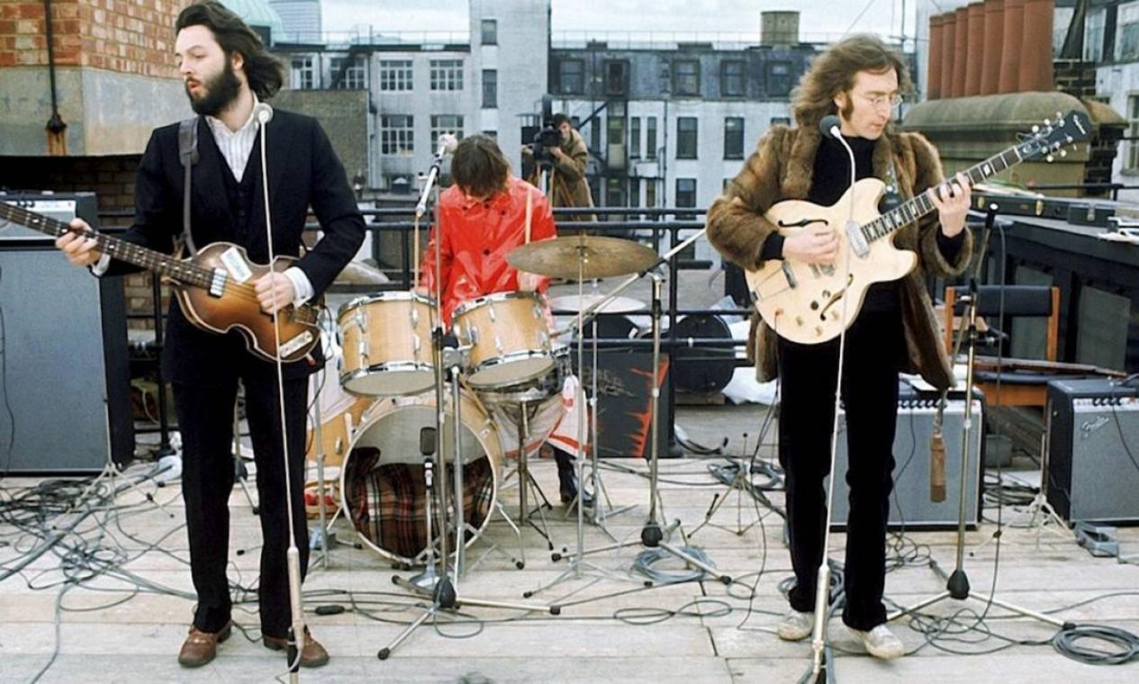 Show surpresa sobre o telhado da Apple, no centro de Londres, realizado em 30 de janeiro de 1969 Foto: Divulgação / .