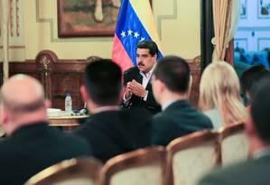 Nicolás Maduro se reúne com corpo diplomático da Venezuela após rompimento de relações com os EUA Foto: HANDOUT / REUTERS