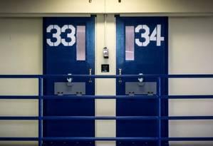 Portas de celas de unidade correcional de Rikers Island, em NY Foto: Brendan McDermid/Reuters