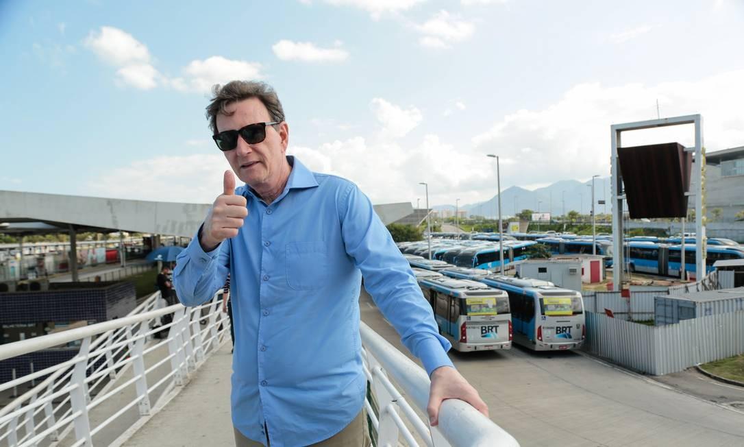 Crivella em visita ao Terminal Alvorada durante a greve dos caminhoneiros, em 2018 Foto: Brenno Carvalho / Agência O Globo