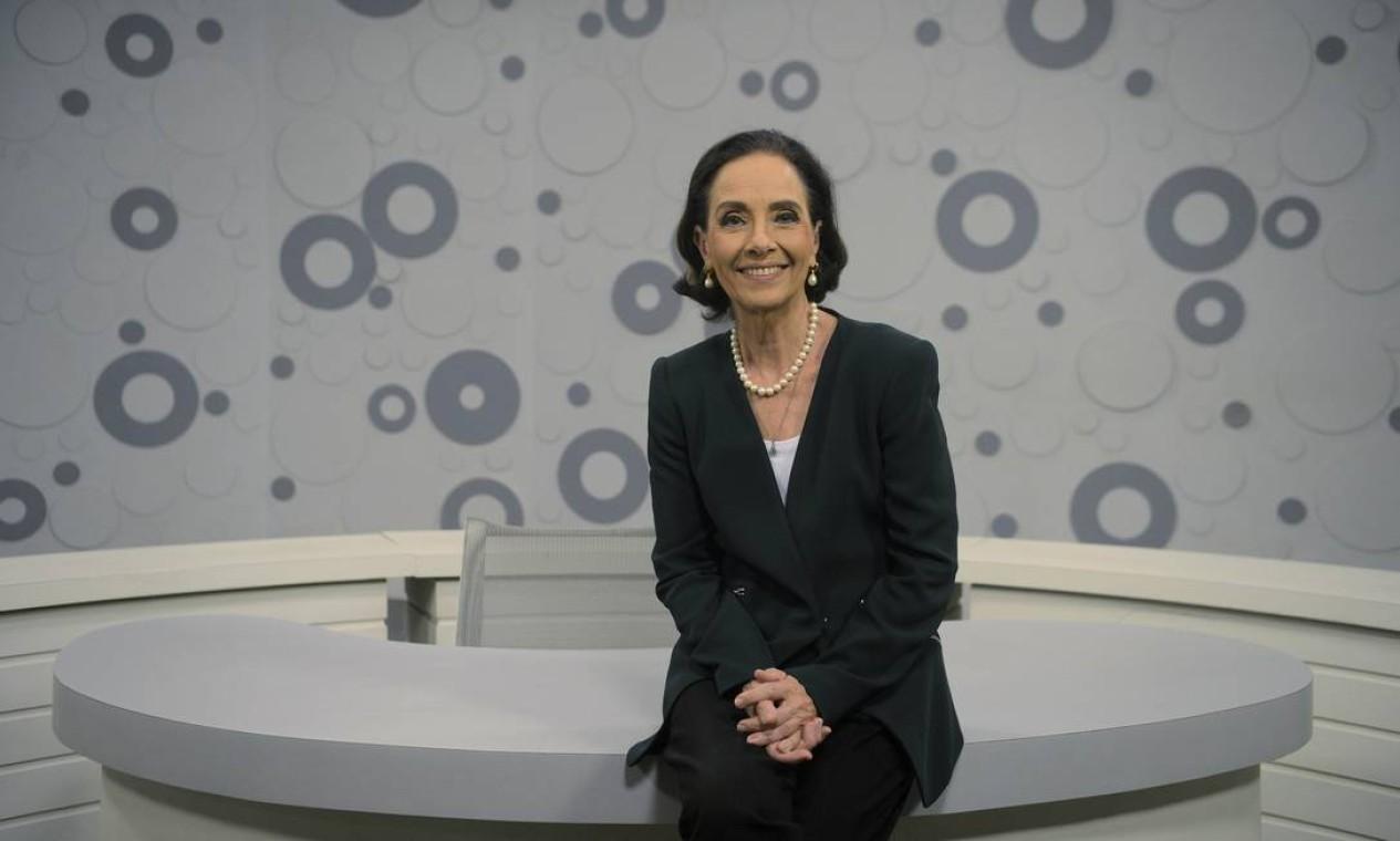 Vera Barroso assumiu a difícil missão de substituir Leda Nagle. Ela entrou em 2017 e agora não sabe qual será o futuro do programa. Cerca de 150 servidores da Empresa Brasil de Comunicação (EBC) foram transferidos para o ministério da Economia, incluindo Vera, e não se sabe se o 'Sem censura' estará na nova grade da TV Brasil, que estreia em 11 de março. Foto: O Globo