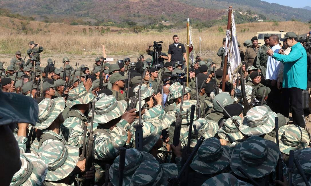 Maduro discursa a grupo de soldados em Valencia em 27 de janeiro; apoio militar é peça-chave que tanto Maduro quanto Guaidó vêm buscando garantir para si durante a aguda crise política que se instalou no na Venezuela HANDOUT / REUTERS
