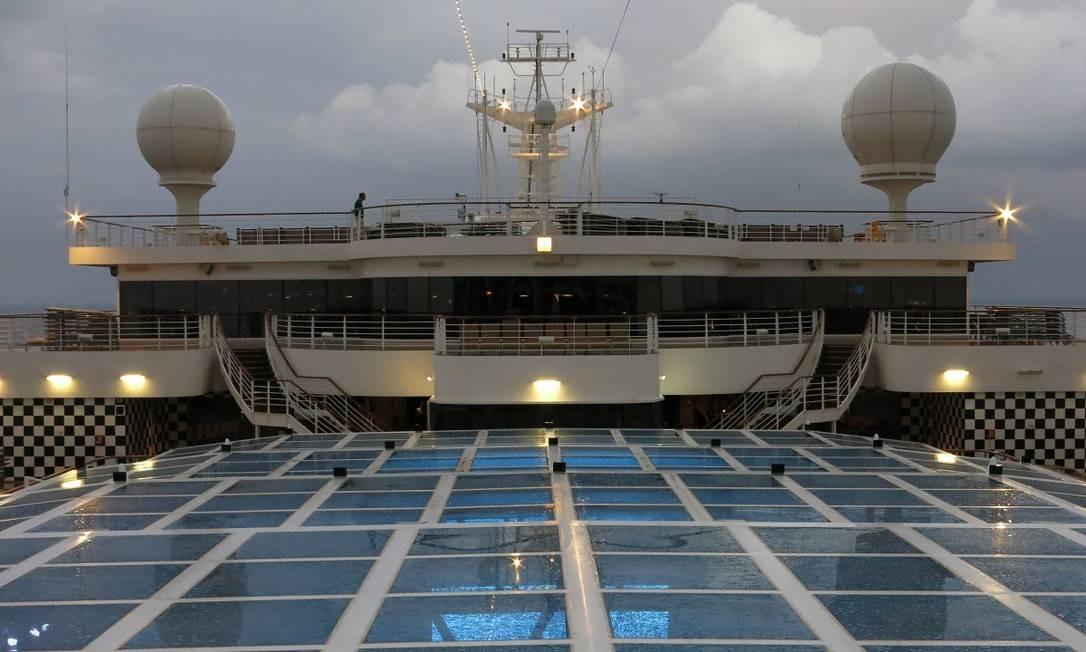 O Costa Diadema tem 306m de comprimento, 37m de largura e 60m de altura, 19 deques e 1.862 cabines. Foto: André Sarmento / Agência O Globo