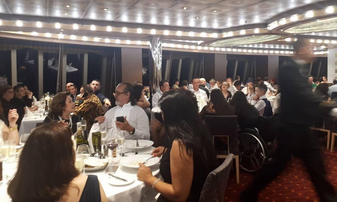 Jantar num dos restaurantes do navio: leve na mala roupas mais elegantes para não se sentir um estranho no ninho, pelo menos no primeiro jantar a bordo Foto: André Sarmento / Agência O Globo
