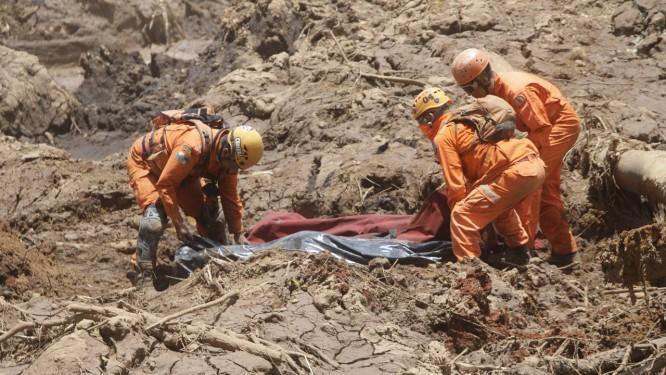 Tragédia em Brumadinho: 99 corpos foram achados pelas equipes de resgate Foto: Alex de Jesus / O Tempo / Agência O Globo / Agência O Globo