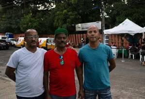 Os familiares de Renato Caldeira reclamam da falta de informações Foto: Camila Bastos / Agência O Globo