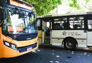 Ônibus no Rio: passagem sobe de R$ 3,95 para R$ 4,05 no sábado Foto: Marcos Ramos