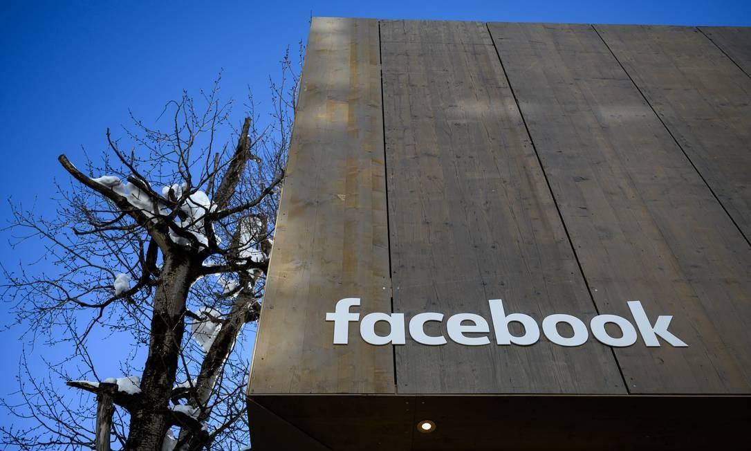 Empresa enfrenta críticas sobre a privacidade dos usuários, mas anunciantes continuam apostando na plataforma Foto: FABRICE COFFRINI / AFP