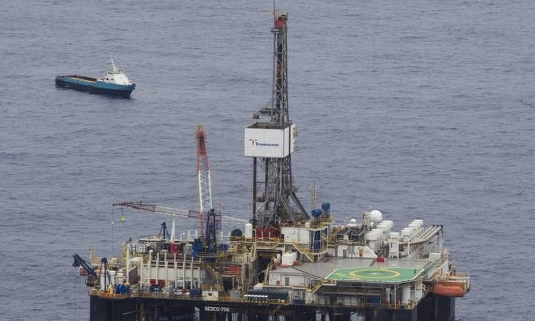 Plataforma da Chevron, na Bacia de Campos Foto: Márcia Foletto - Agência O Globo